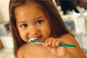 Приучаем ребенка к чистке зубов